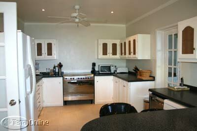 Main house: fully-fitted kitchen